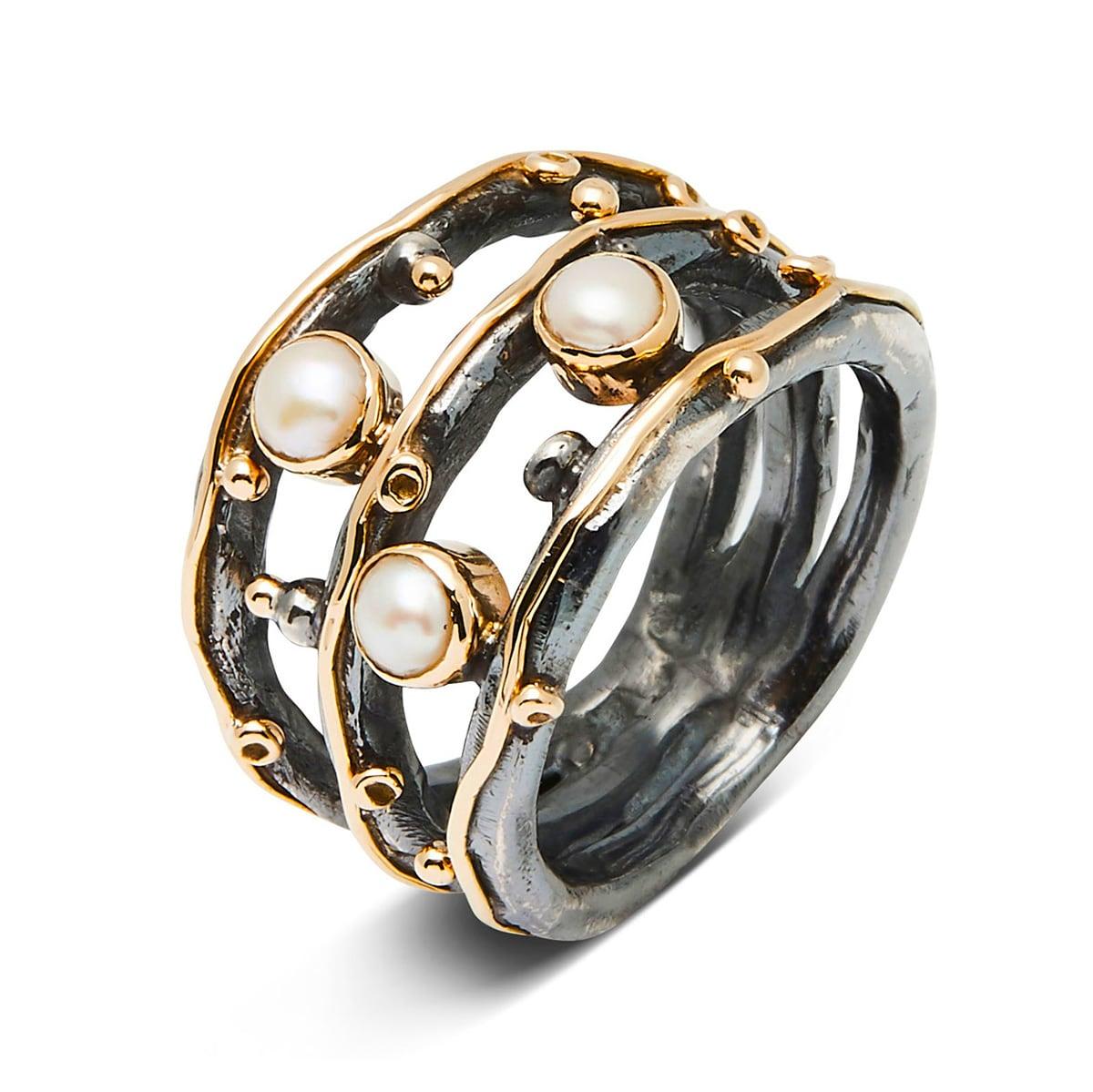 Birdie_50110271_Ring Zeus Tribeca Pearls_hos_Jarl_Sandin