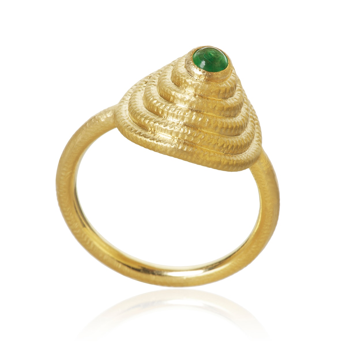 Dulong_Thera_Twist_ring_med_Smaragd_THE3-A1151_hos_Jarl_Sandin