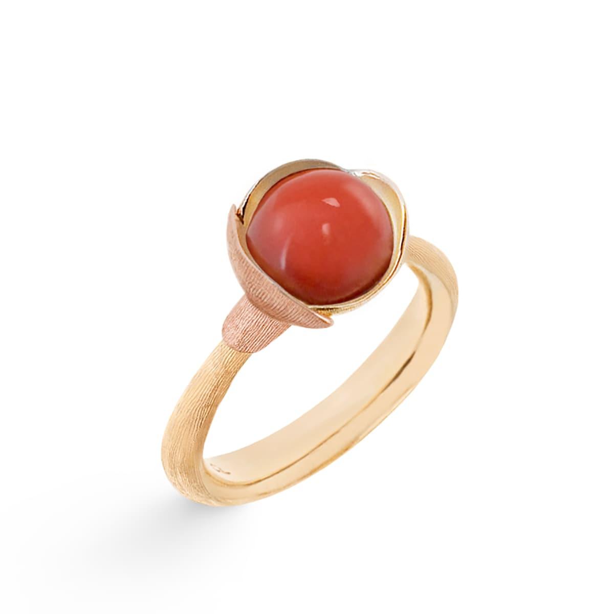 Ole_Lynggaard_Lotus_Ring 1_Red Coral_A2650-415_V2_hos_Jarl_Sandin