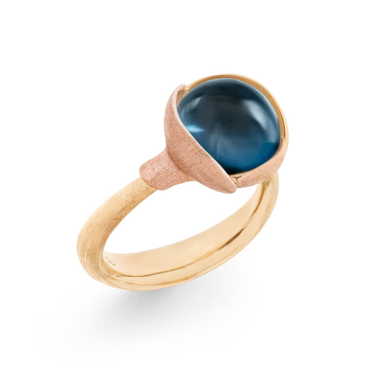 Ole_Lynggaard_Lotus_Ring 2_London Blue Topaz_A2651-423_V2_hos_Jarl_Sandin