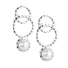 Efva_Attling_Twisted_Orbit_Earrings_Pearl_12-100-01538(1)_hos_Jarl_Sandin